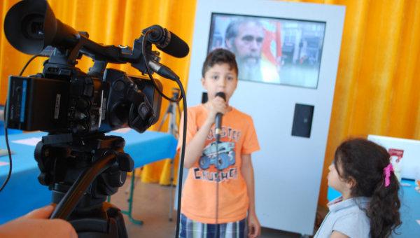 enfant-présentateur-journal-télévisé